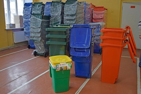 Containers for Waste Separation Distributed to Zhmerynka's Schools and Kindergartens