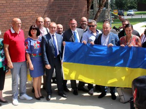 The Municipality of Chatham-Kent is hosting 13 mayors from the Ukraine on Thursday and Friday as part of an international study tour organized by the Federation of Canadian Municipalities for newly elected heads of Ukrainian amalgamated communities. The Ukrainian mayors and several members of Chatham-Kent council posed with the Ukrainian flag before it was raised at the Civic Centre in Chatham on Thursday. (Ellwood Shreve/Chatham Daily News)
